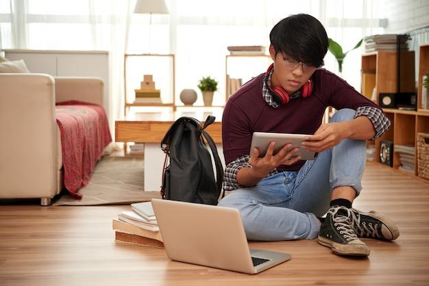 Estudante de leitura