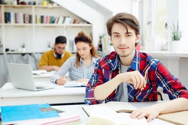 Estudante diligente