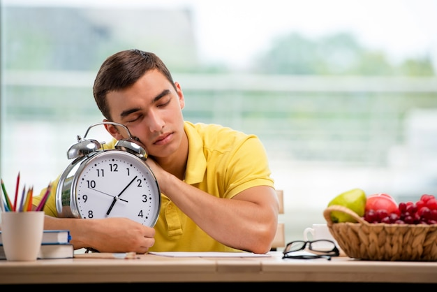 Estudante faltando prazos para preparação para o exame