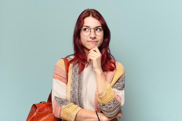 Estudante hippie tty com um espaço de cópia