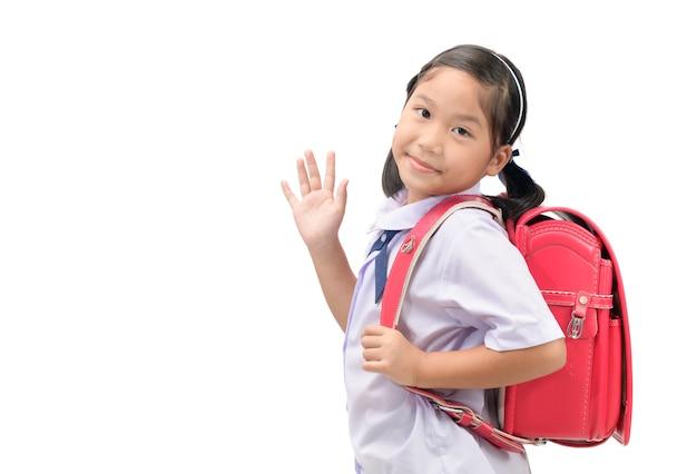 Estudante indo para a escola e acenando adeus