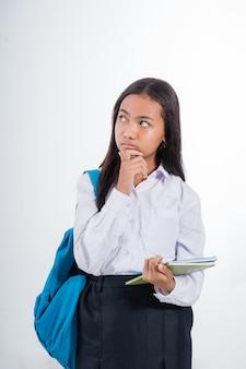 Estudante indonésio do ensino médio