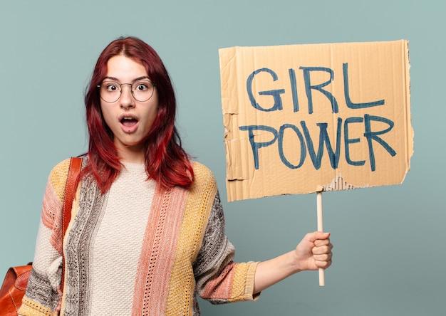Estudante mulher ativista. conceito de poder feminino