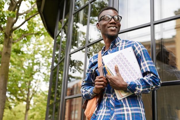 Estudante universitário afro-americano