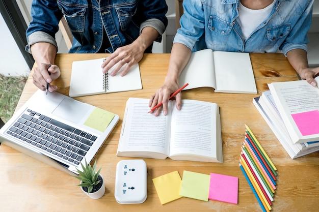 Estudantes do ensino médio ou colegas com ajuda amigo fazer lição de casa de aprendizagem