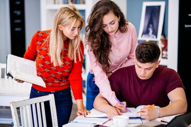 Estudantes, estudar, junto