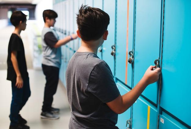 Estudantes, ficar, em, a, lockers