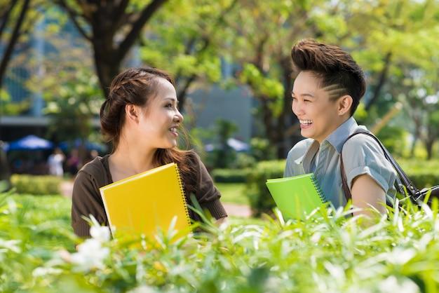 Estudantes rindo