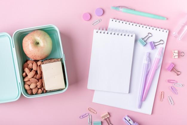 Estudar e voltar para acessórios de escola em rosa