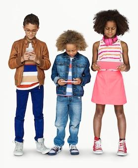 Estúdio crianças juntos gadget little tecnologia