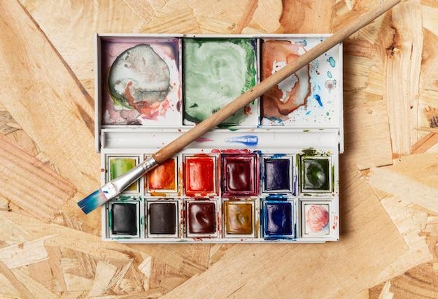 Estúdio de arte e criatividade em aquarela de vista superior