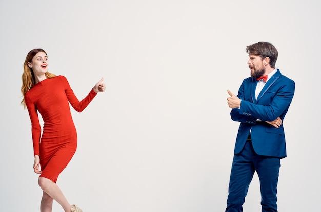 Estúdio de comunicação de moda jovem casal lindo