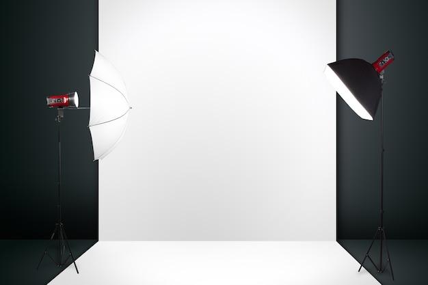 Estúdio de fotografia com uma luz configurada e pano de fundo