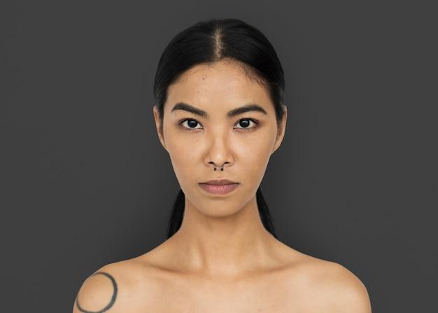 Estúdio elegante de mulher asiática