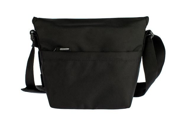 Estúdio isolado closeup tiro de novo pequeno casual moderno moderno na moda tecido preto mensageiro rider homens estilingue bolsa de bagagem com alça e etiqueta cinza vazio na frente do fundo branco.