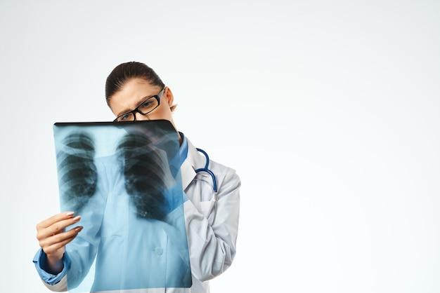 Estúdio profissional de exame médico feminino