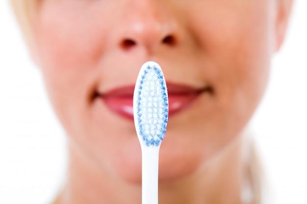 Estúdio, retrato, bonito, jovem, mulher, posar, toothbrush
