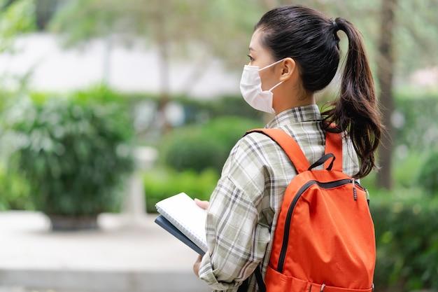Estudo de estudante asiático em época de pandemia