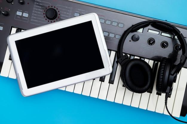 Esvazie a tela do tablet em music studio objeto para music studio mock up
