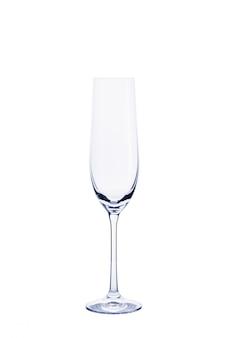 Esvazie o vidro transparente para champanhe isolado no branco.