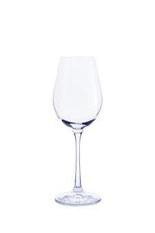 Esvazie o vidro transparente para vinho isolado no branco.