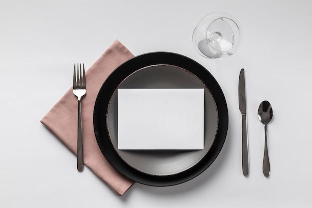 Etiqueta à mesa com cartão vazio