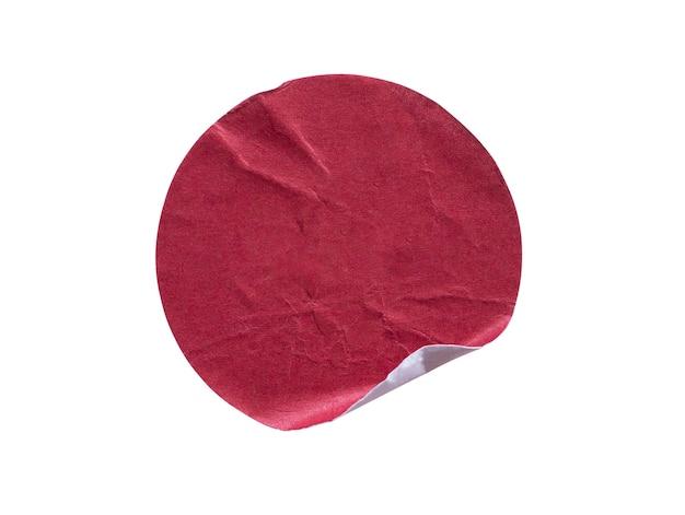 Etiqueta autocolante de papel adesivo redondo vermelho em branco isolada no fundo branco
