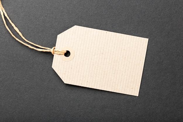 Etiqueta de papel em preto
