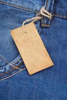 Etiqueta de preço com textura de bolso azul jeans