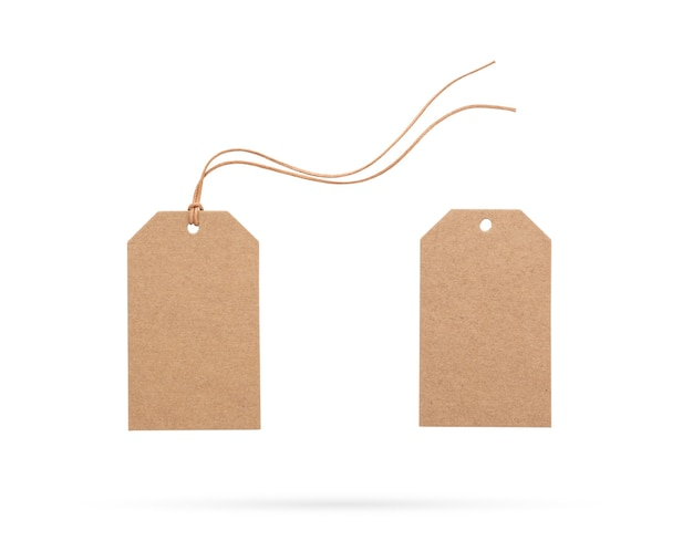 Etiqueta de preço marrom com corda ou etiqueta com linha em fundo branco isolado
