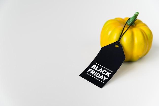 Etiqueta de sexta-feira preta amarrada a pimentão