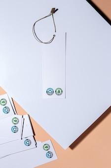 Etiquetas de papelão reciclável e orgânico com logotipo