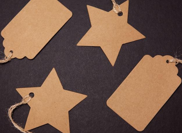 Etiquetas de preço na forma de uma estrela e um retângulo