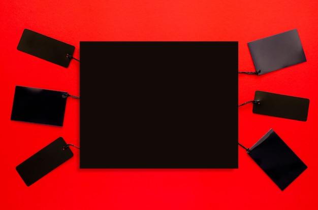 Etiquetas de preço pretas com espaço preto para texto em vermelho.
