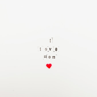 Eu amo a inscrição mãe com pequeno coração