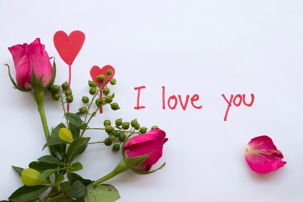 Eu te amo cartão de mensagem manuscrito com rosa