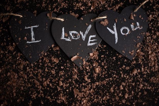 Eu te amo, escrito giz em um quadro negro. feliz dia dos namorados.