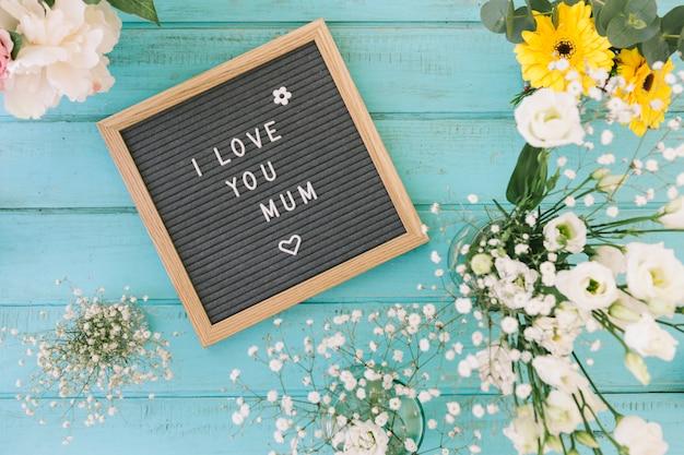 Eu te amo mãe inscrição com flores