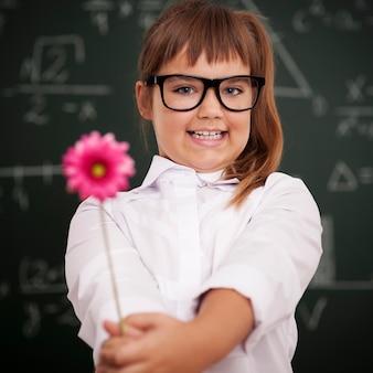 Eu tenho uma linda flor para minha professora favorita