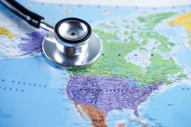 Eua estados unidos da américa: estetoscópio com mapa do mundo