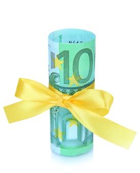 Euro com laço de presente isolado no branco