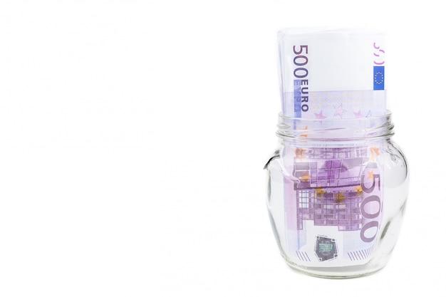 Euros em uma jarra de vidro