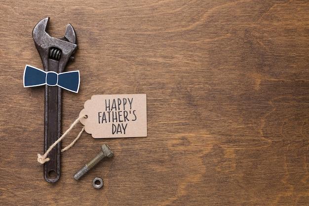 Evento do dia dos pais com ferramentas e mensagem