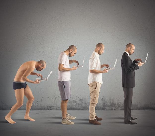 Evolução de homem curvado para homem de sucesso