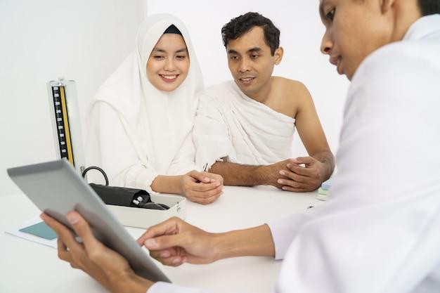 Exame médico muçulmano antes do hajj ou umrah