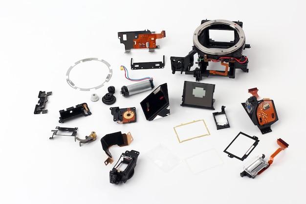 Examinado em detalhes partes da câmera digital