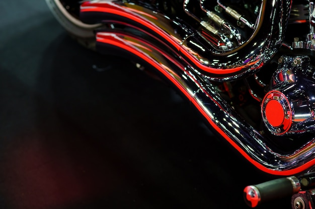Exaustão ou admissão de moto de corrida close-up. fotografia de baixo ângulo da motocicleta