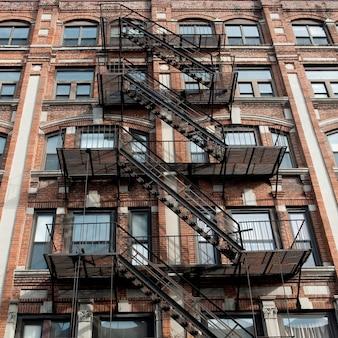 Excape exterior do fogo em um edifício em boston, massachusetts, eua.