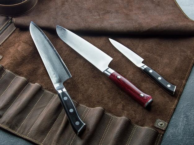 Excelente conjunto de facas de chef japonês em aço damasco. vista de cima