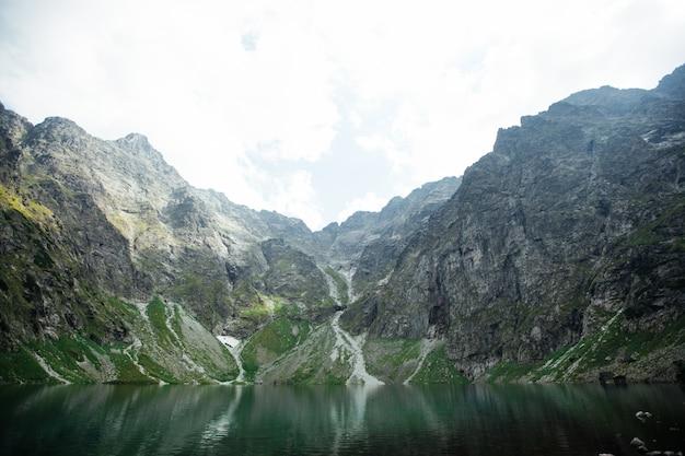 Excelente vista para o maciço rochoso. uma atração turística popular. uma cena dramática e pitoresca. europa. o mundo da beleza